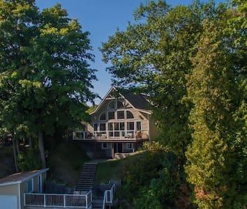 Lake Simcoe beauty - 5 bedrooms - Hawkestone - House