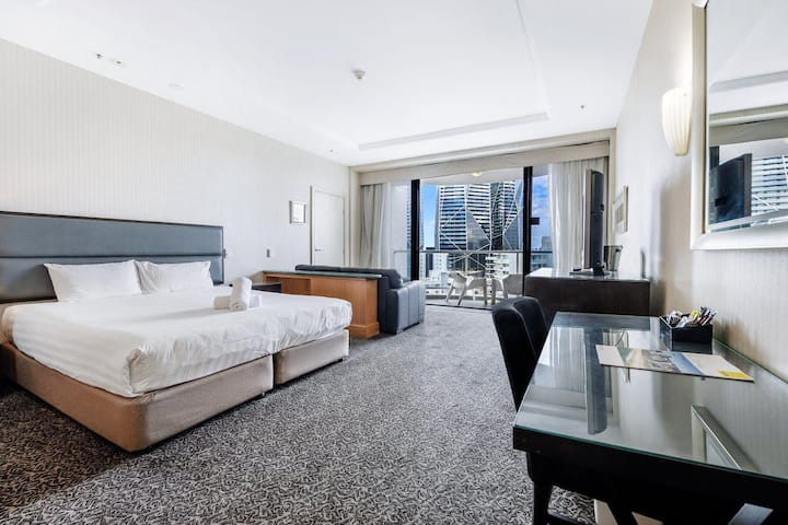 Gold Tower Hotel 8th Level Private Two Bedroom Dual Key