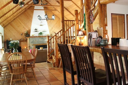 Lodge Style home on beatiful Gabriola Island - Gabriola - บ้าน