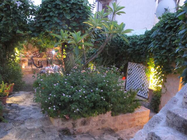 Stone House Aigina - Egina - Hus