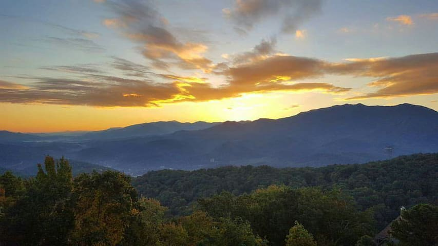 No Cleaning Fees! And The Views! - Gatlinburg - Flat
