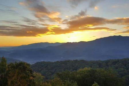 No Cleaning Fees! And The Views! - 盖林柏格(Gatlinburg)
