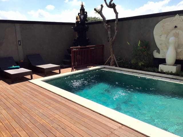 9 BR close to Echo Beach Canggu - Kuta Utara - Bed & Breakfast