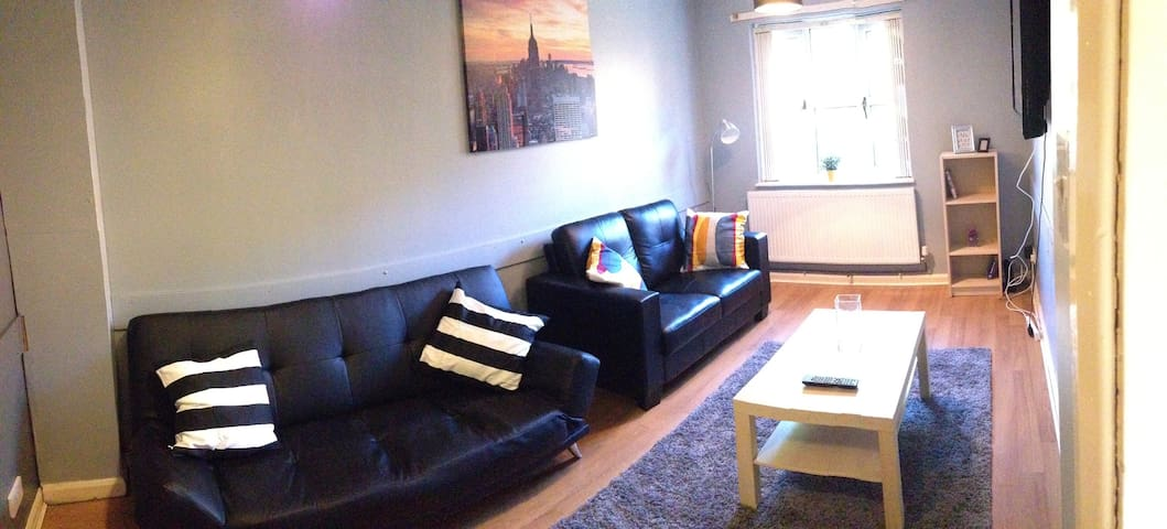 MODERN PRIVATE ROOM, CLOSE TO NOTTINGHAM CENTRE