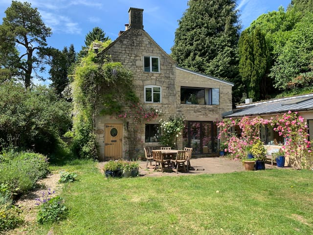 Spacious, Stunning, Historic Cotswold Cottage