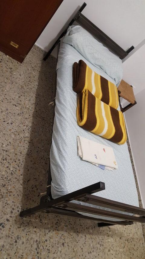 Single and double room/habitación individual doble