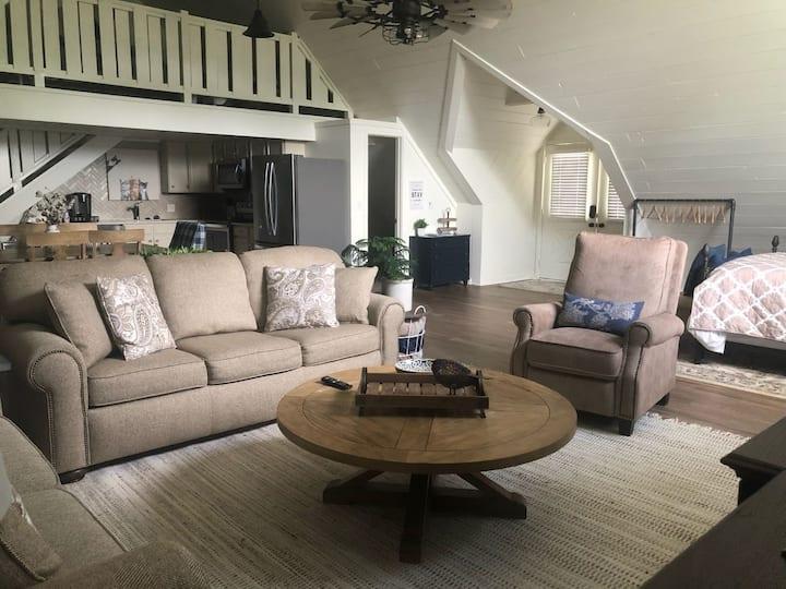 Beautiful, Spacious Studio Apartment with Loft