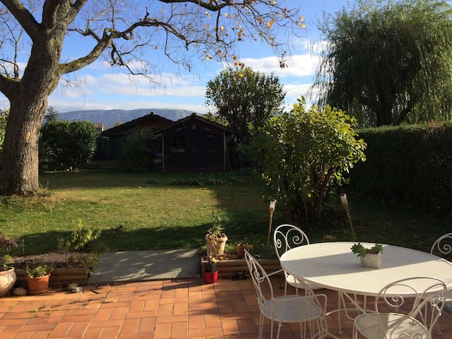 Genève, chambre double au calme dans villa