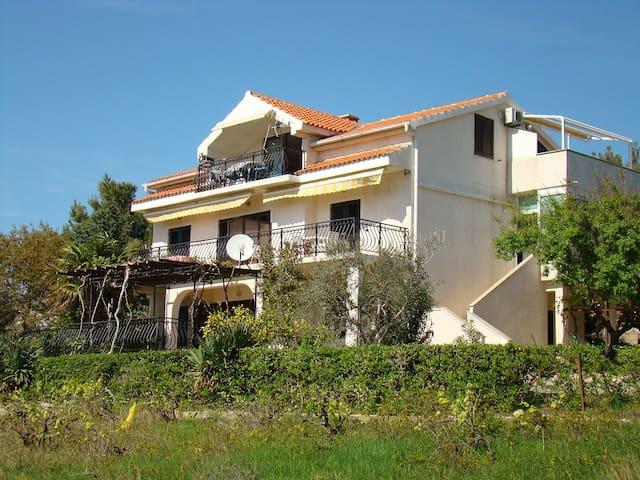 Apartments Davorka, Pag, Šimuni, Croatia (1) - Šimuni - Villa