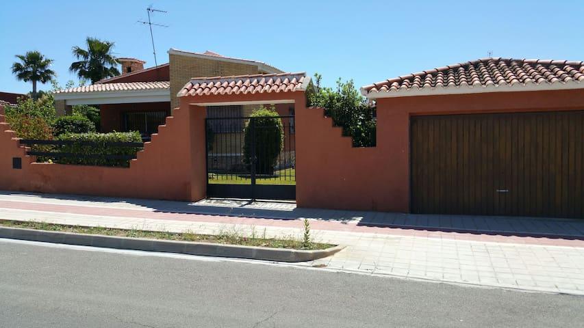 Chalet en Puebla Vallbona - La Pobla de Vallbona - Hus