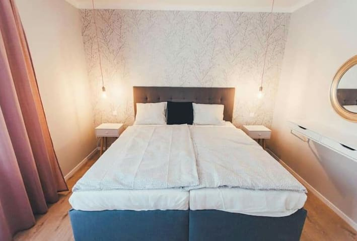 Master bedroom with king size bed (180cm)