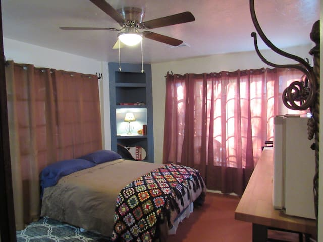 Charming Tucson Historic Central Studio Apt.