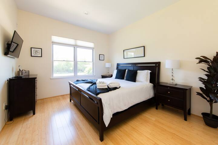 Bedroom #3 features a King-Size Bed, TV, Private Bathroom, and Pool Views