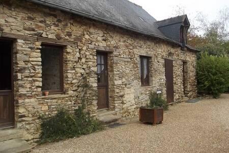 Chambre individuelle & cuisine - La Meignanne