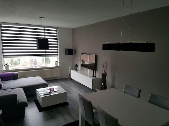 Spacious & quiet apartment near Rotterdam - Hoogvliet Rotterdam - Apartmen
