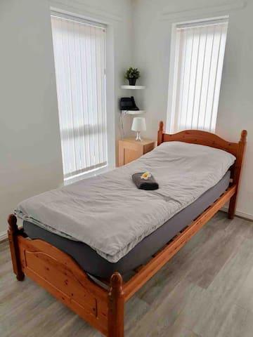 Single beds in Large Room near Etihad stadium