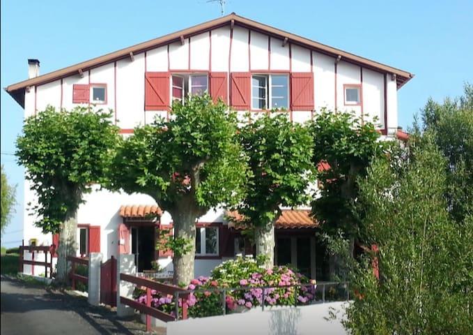 Kurutcheta, villa basque avec piscine, Biarritz