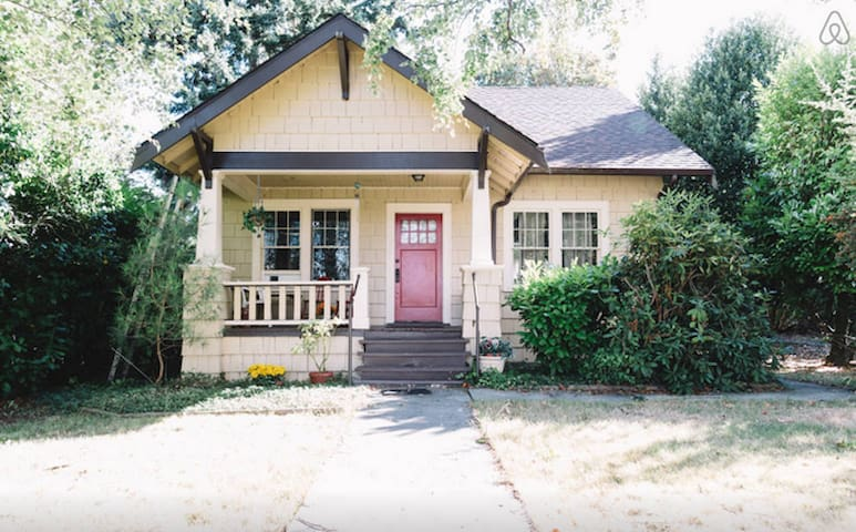 Pleasant  Home near Seatac Airport-NO cleaning fee