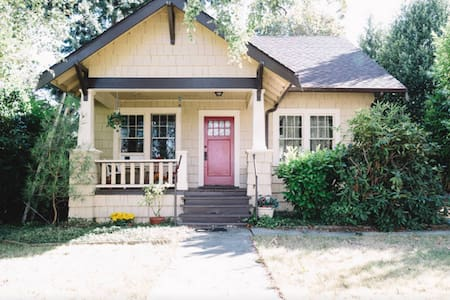Pleasant  Home near Seatac Airport - House