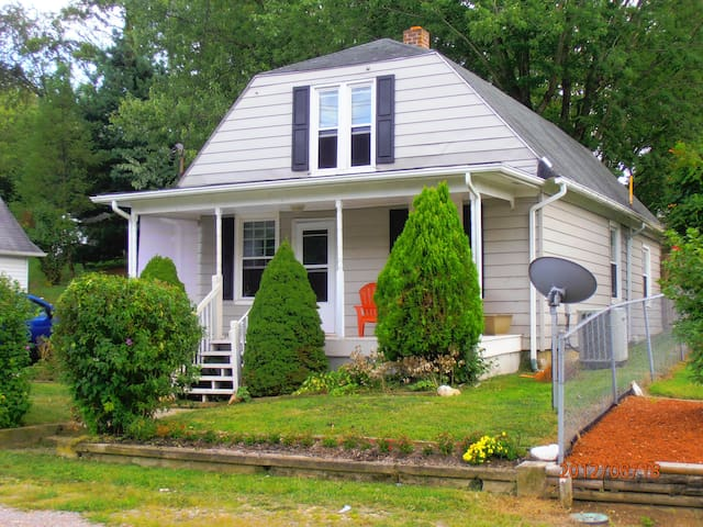 Comfy craftsman perfect for football weekends - Christiansburg