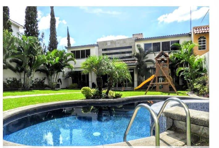 Amplia casa, ven y disfruta del clima de Morelos.