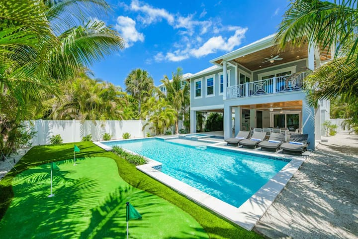 Anna Maria Beach House - Beautiful luxury beach home with private pool and putting green! Walk to the beach!