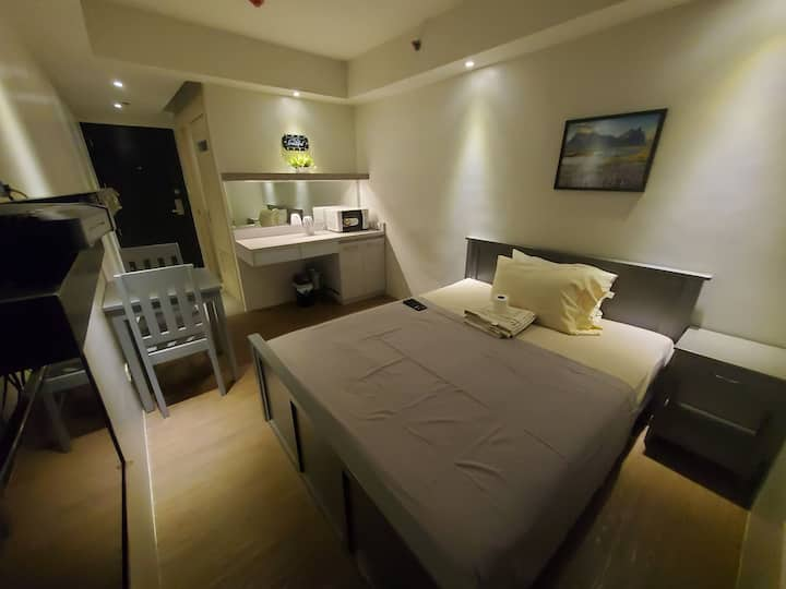 Studio unit in Cubao 4 with wifi and netflix