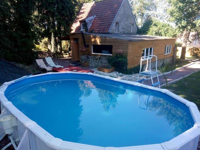 cottage accès piscine hors sol jacuzzi