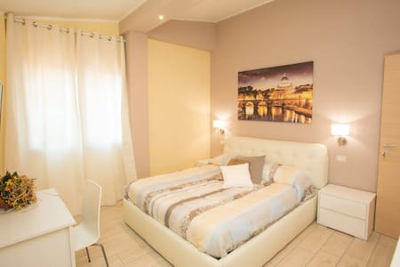 ROME room ( LE GHIANDE GUEST HOUSE ) - Rom - Bed & Breakfast