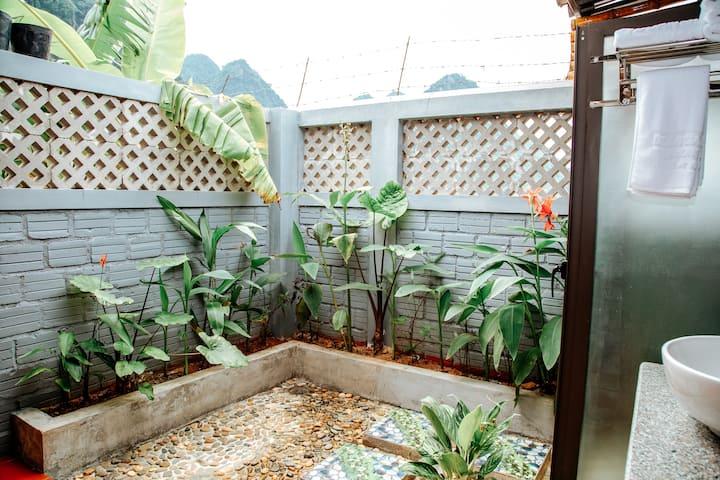 Doan Gia resort Phong Nha( Superior bungalow)