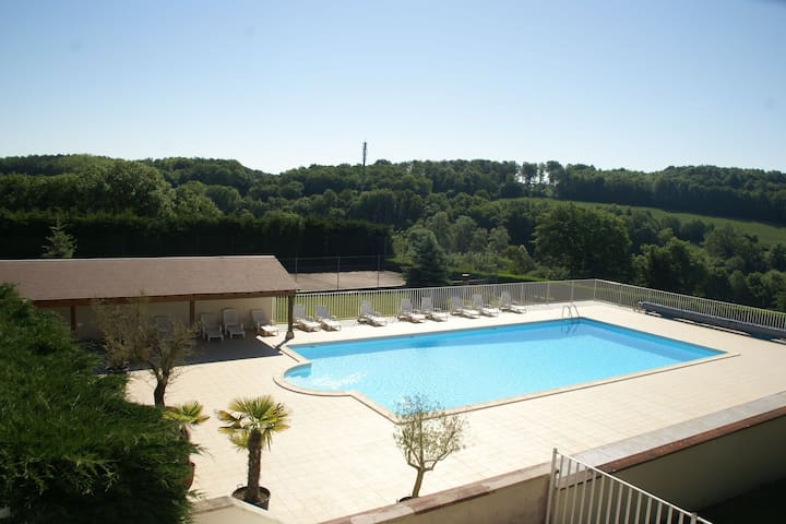 Spacious Holiday Home in Faverolles with Swimming Pool