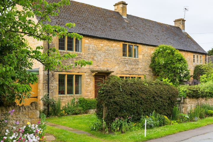 North Cotswolds Cottage nr Stratford-upon-Avon