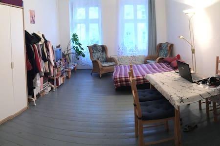Bright spacious room in Penzlauer Berg - Berlijn