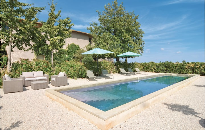 Awesome home in St. Gilles with WiFi and 4 Bedrooms