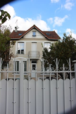 Pretty and quiet house with garden near Paris - Bois-Colombes - Casa