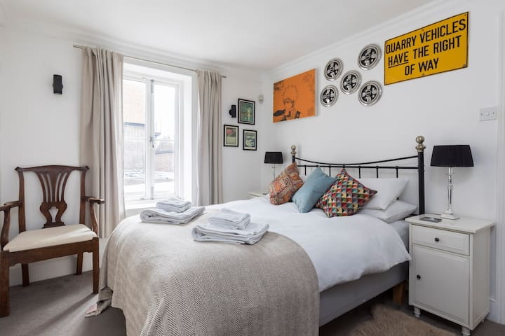 Lovely double room with access to outside area
