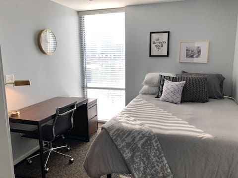 BEAUTIFUL DOWNTOWN INDY VIEW 1BR ☆ UPPER CANAL