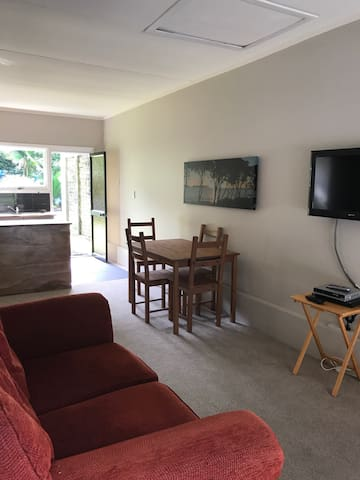Modern flat close to town - Kerikeri - Apartamento