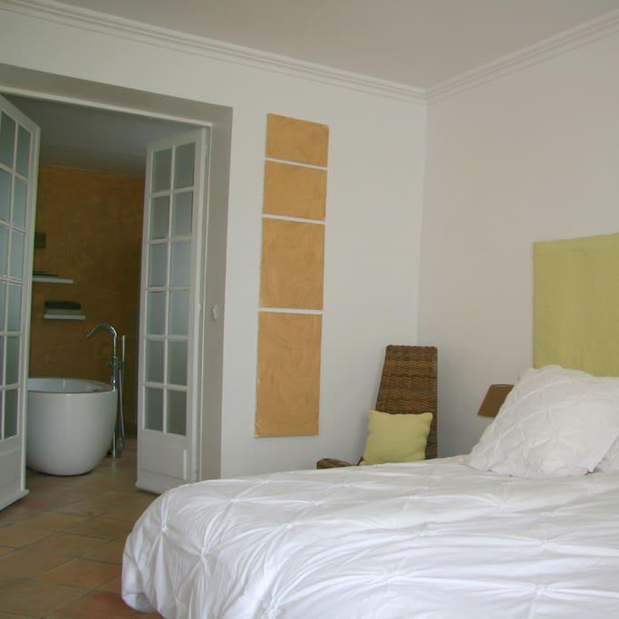bnb couleur lavande la proven ale chambres d 39 h tes louer le thor provence alpes c te d. Black Bedroom Furniture Sets. Home Design Ideas