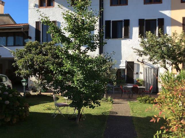 B&B in casa con giardino vicino a Rho Fiera Milano - Santo Stefano Ticino - Гестхаус