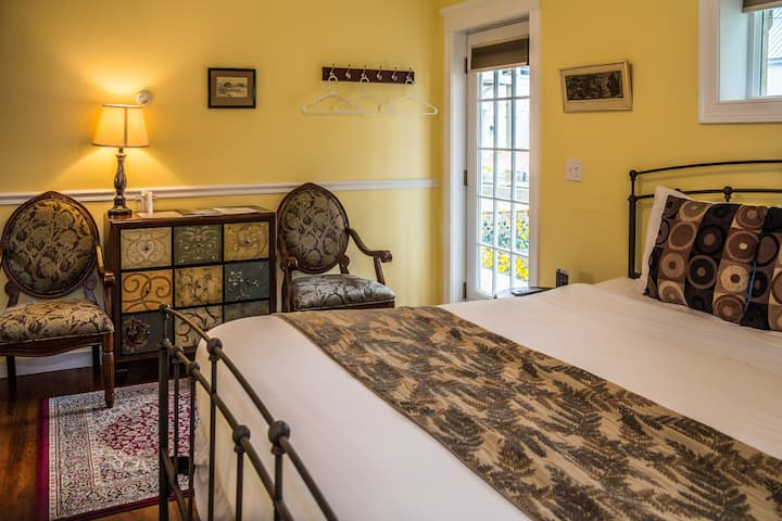 Cranmore Inn Bed and Breakfast Superior King Room