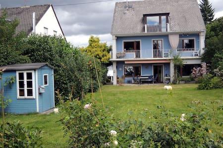 Sonniges Haus mit Kamin und Garten - Koblenz