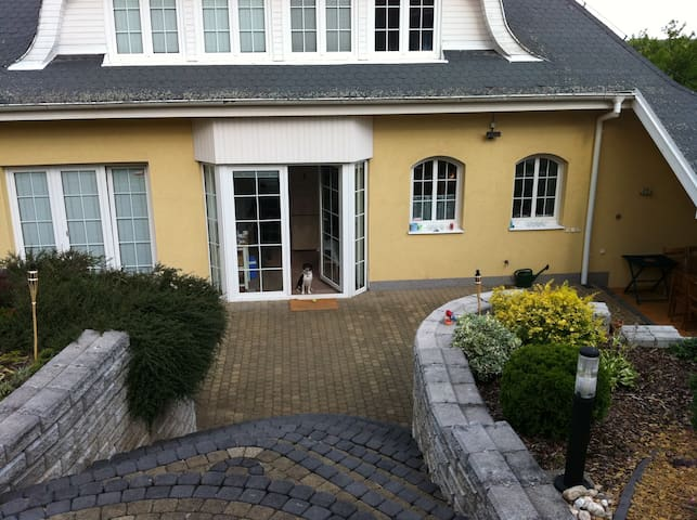 Beautiful house 10 minutes from City Center
