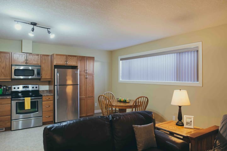 Clean and Spacious 2 Bedroom Apartment Private!