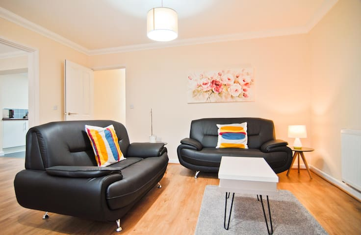Room & Roof Southampton - 2 Bedroom Apartment