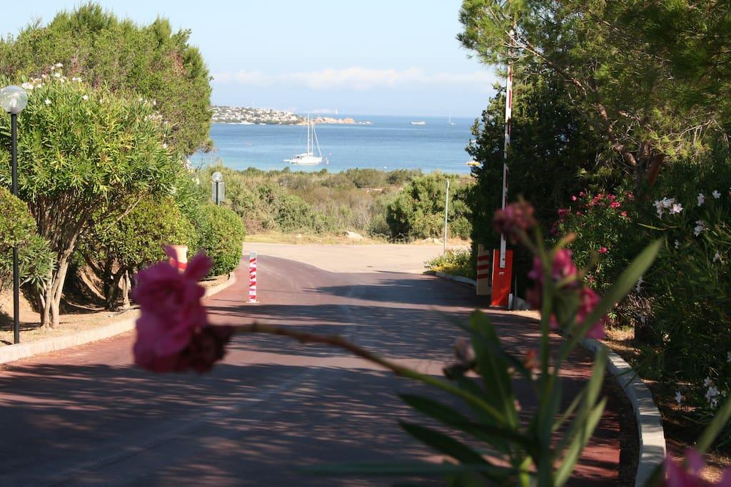 Vista dall'ingresso del residence