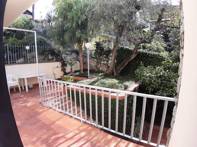 Un angolo tranquillo/ a lovely garden