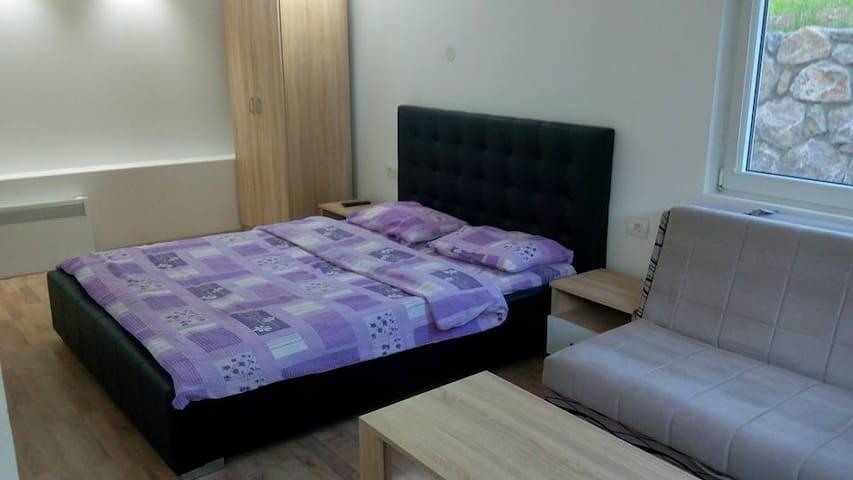 Apartments&Rooms - Bojic