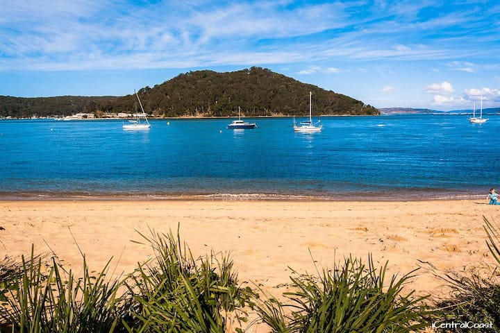 Quaint Umina Beach  Cottage