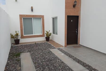 La Paz, Casa con Alberca Donna Laura 2, Centenario